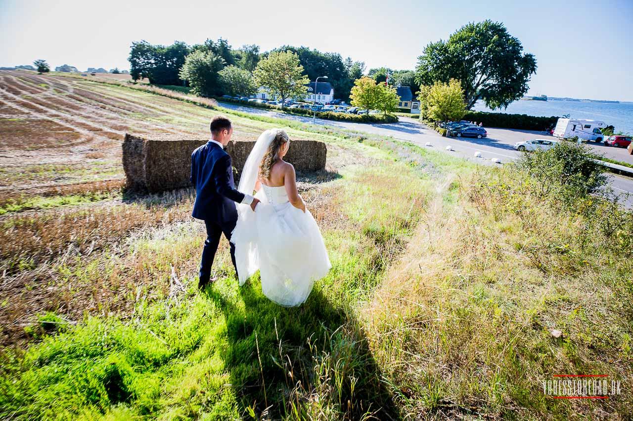 Landsdækkende bryllupsfotograf med base i Aarhus - udnævnt til at være blandt landets bedste bryllupsfotografer.
