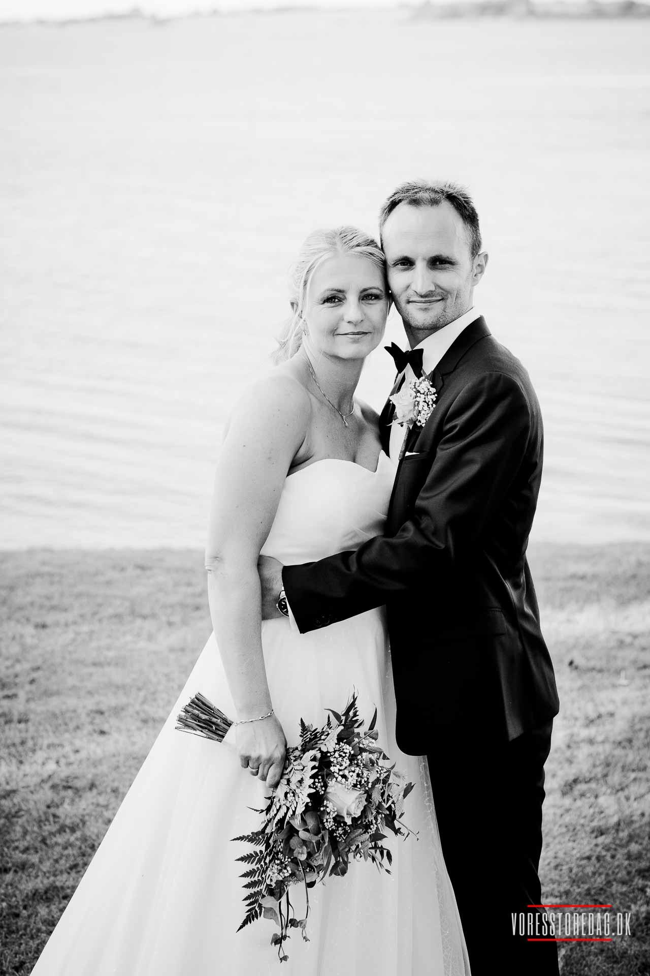 Forevig brylluppet med smukke fotos til lave priser. Det er udgiften værd. Hele Sjælland. Dygtig fotograf. Sympatisk & serviceminded.
