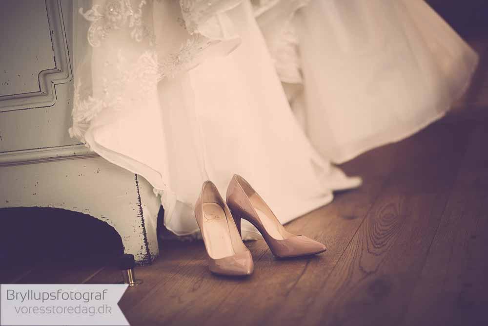 brudgommen må til gengæld ikke købe brudens sko